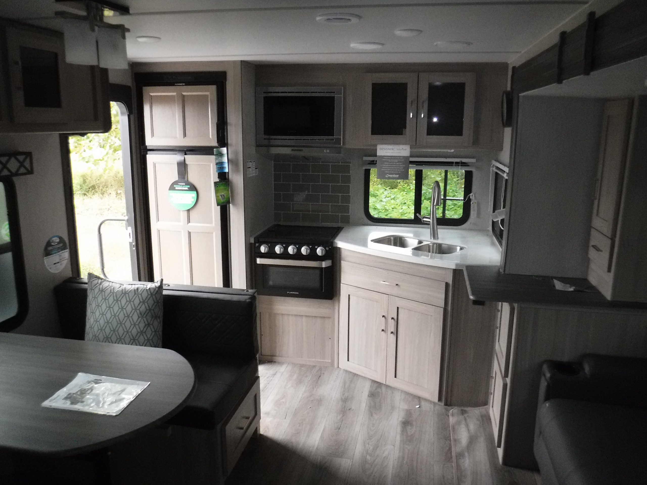 Forest River Coachmen Freedom Express 276rkds